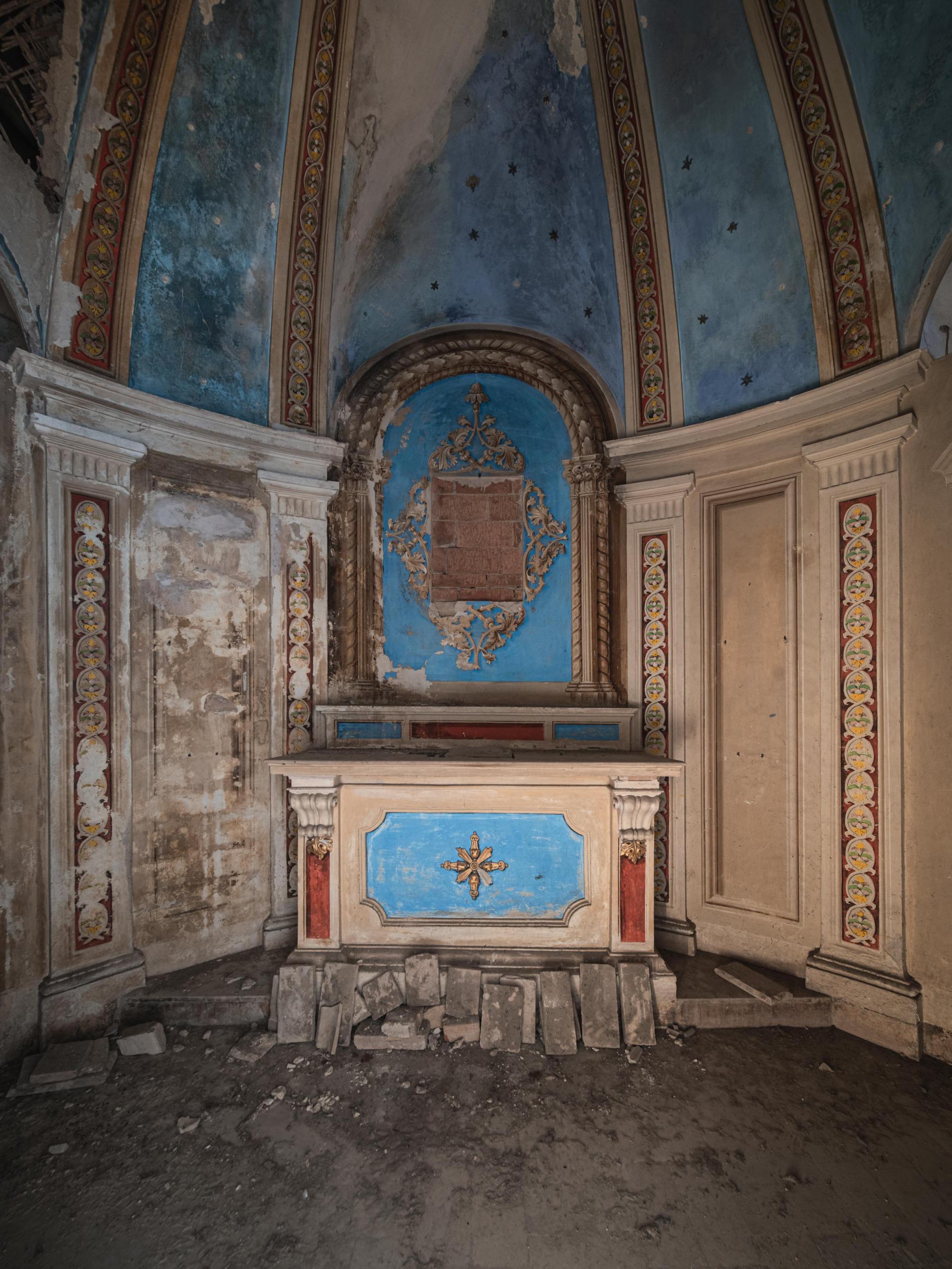 A small chapel inside the villa.