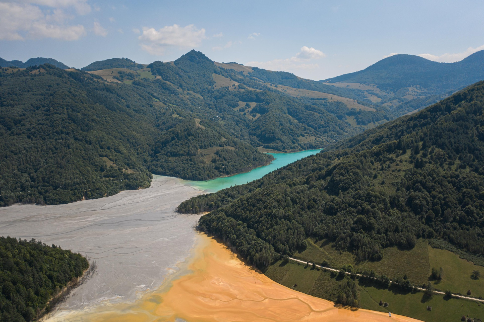 Various toxic materials have already infiltrated the groundwater in the area. Things could even get worse when toxic pollution reaches a closeby river. This would result in an even larger spread crossing borders, turning into a big environmental disaster.